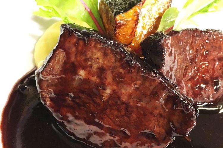 画像:長萩和牛の赤ワイン煮込み