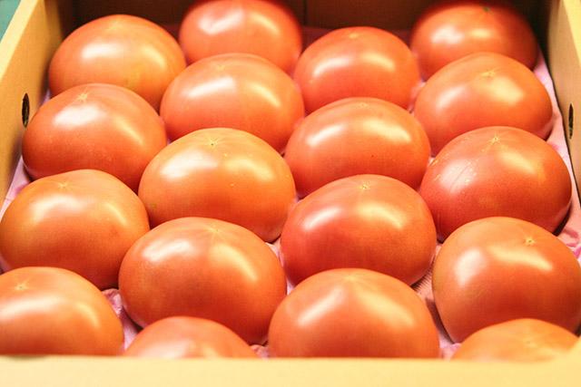 画像:トマト箱入り